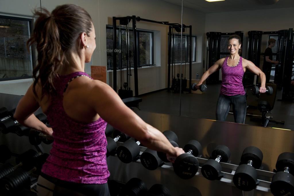 Evy Therese Innselset driver med bodyfitnes og kaller seg fitnesfrue. Her er hun ofte og trener på SATS Nesttun. Foto: Tor Erik H. Mathiesen